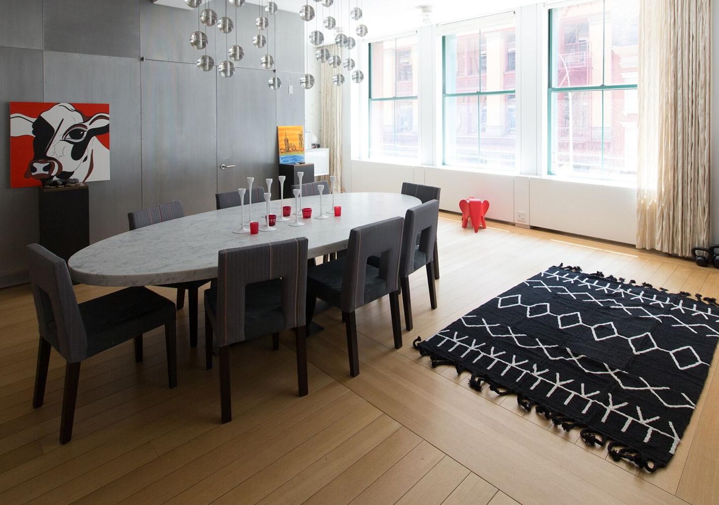 tapis berbere rectangulaire noir et beige by lorena canals. Black Bedroom Furniture Sets. Home Design Ideas