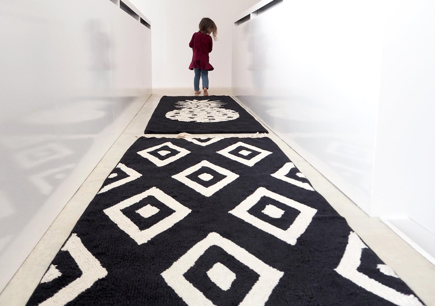tapis diamants rectangulaire by lorena canals noir et beige. Black Bedroom Furniture Sets. Home Design Ideas