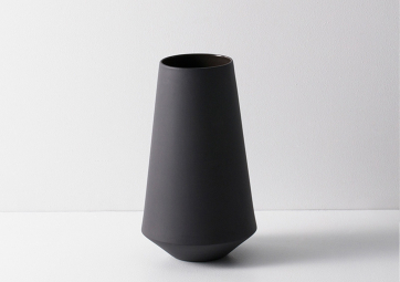 Vase Well gris fonce - FERM LIVING