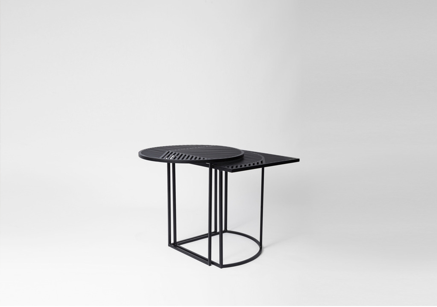 Table d'appoint outdoor ISO-B noire - PETITE FRITURE