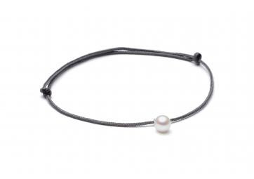 """Bracelet """"Freshwater Pearl"""" cordon gris foncé et perle blanche - LOUISE KRAGH"""