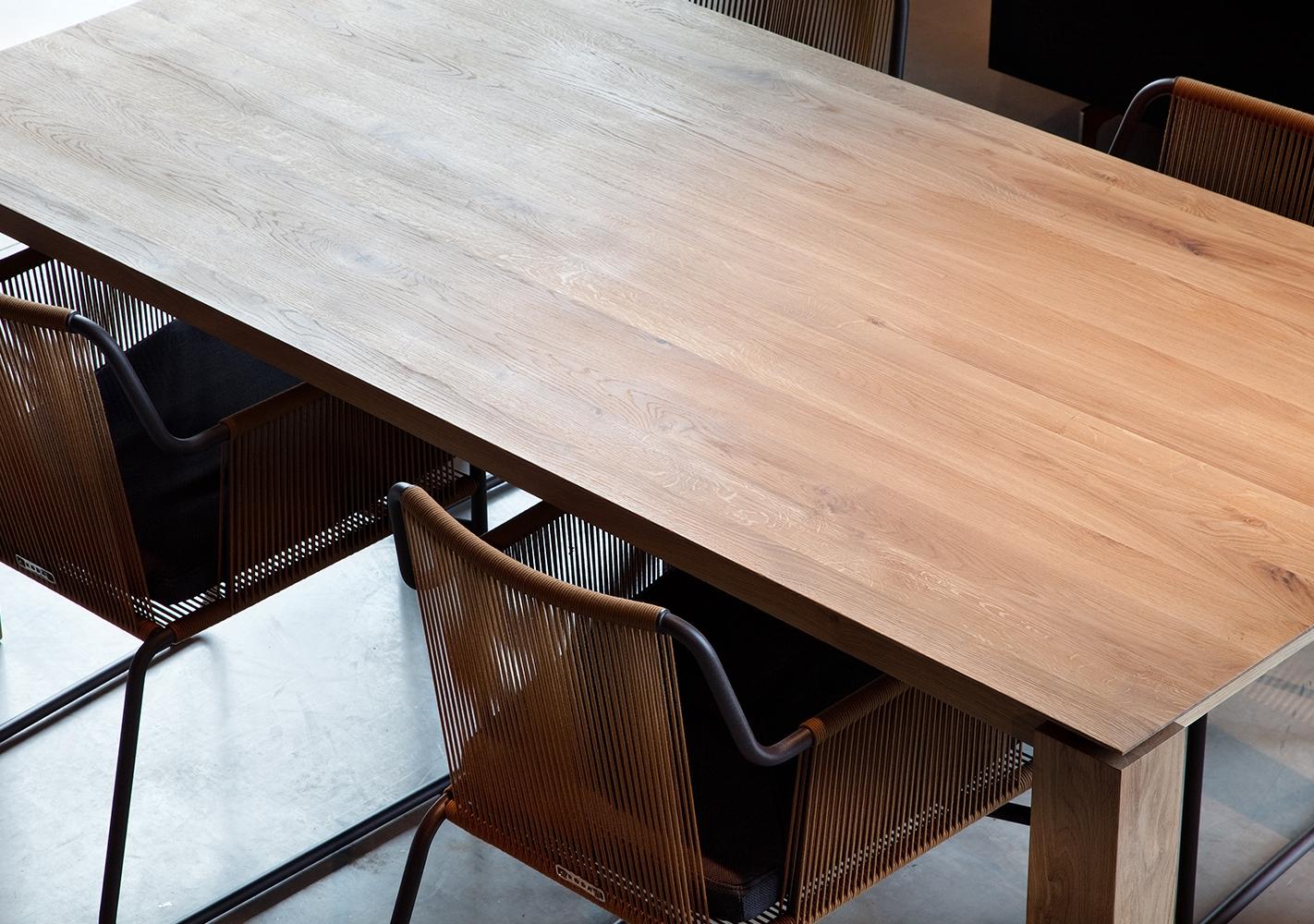 Table Slice en chene pieds 10x10cm - ETHNICRAFT