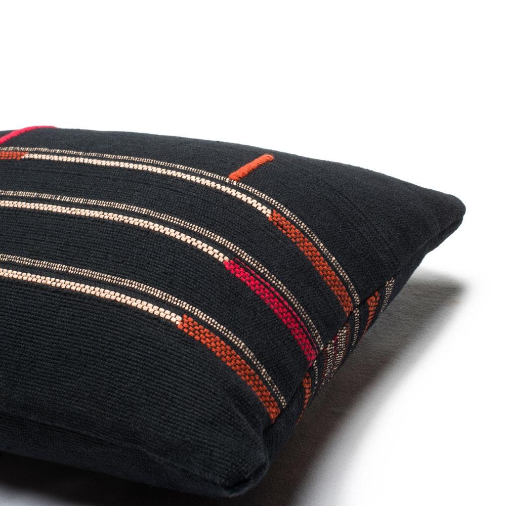 Coussin Sema Naga Noir 30x60 cm - MILLE ET CLAIRE