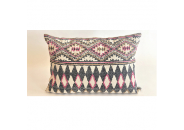 Pillow Harlequin Cyclamen 40 x 60 cm - IO SCANDINAVIA