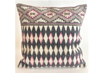 Pillow Harlequin Cyclamen - 60 x 60 cm - IO SCANDINAVIA