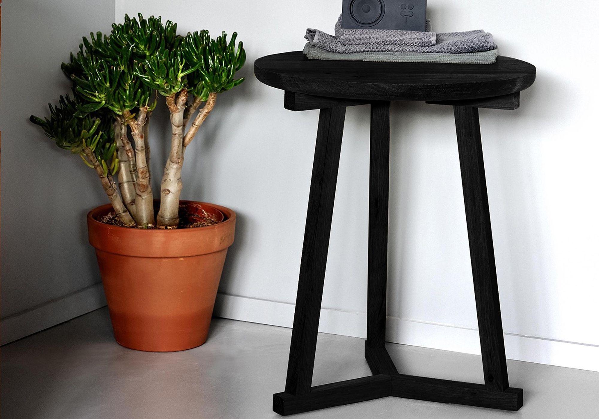 Bout de canapé chêne Tripod noir - ETHNICRAFT