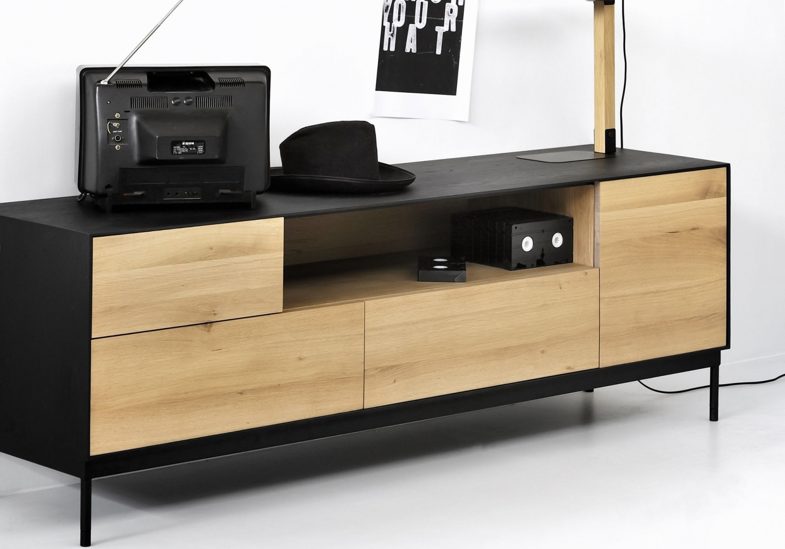 Meuble TV Blackbird en chêne - ETHNICRAFT