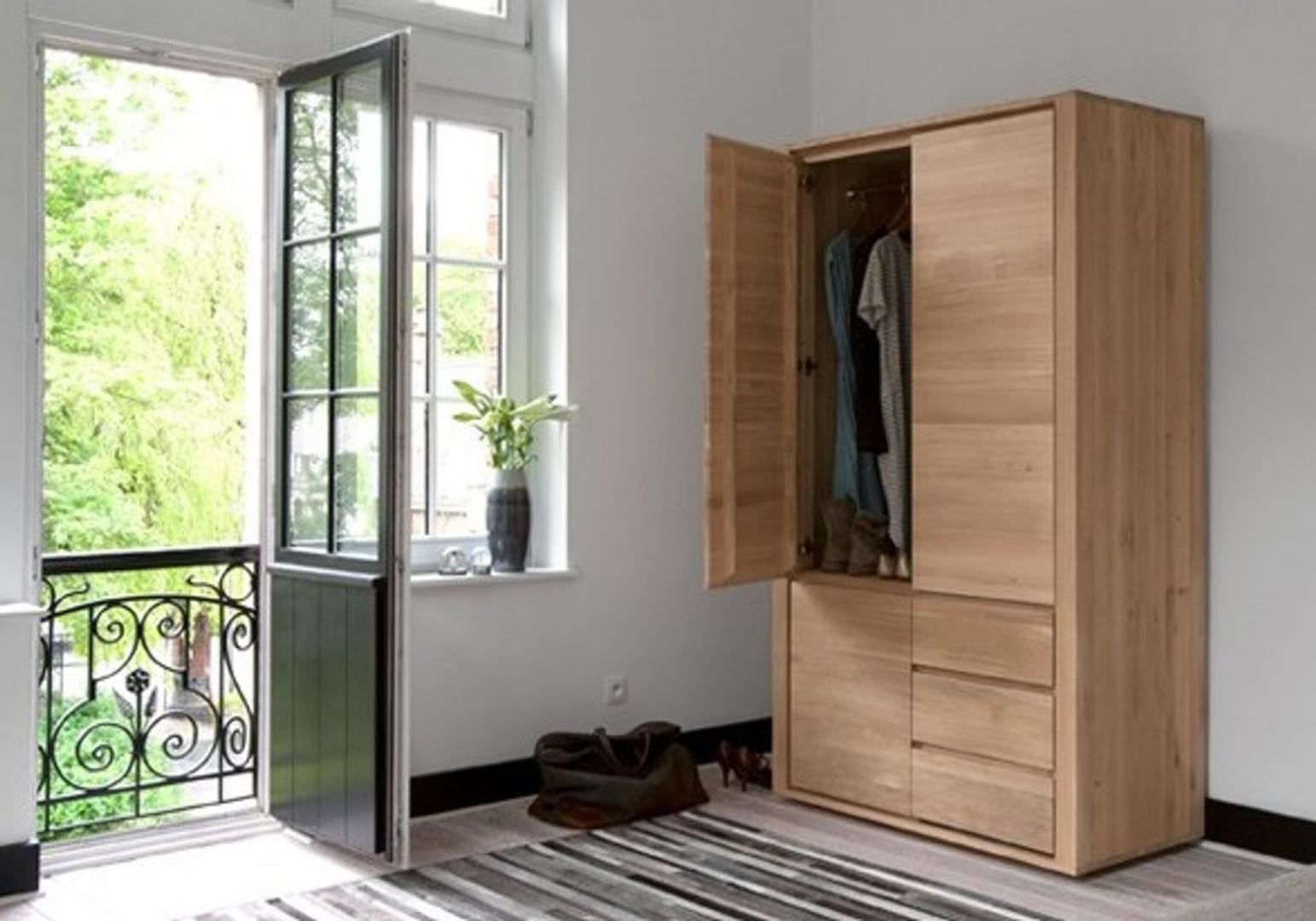 Penderie Shadow en chene - 3 portes / 2 tiroirs - ETHNICRAFT