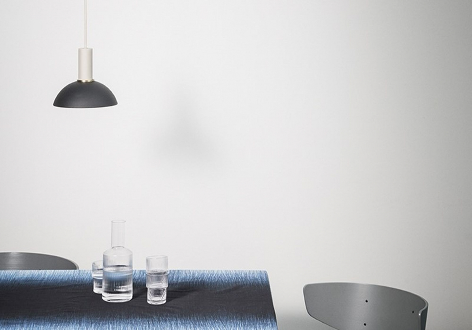 Suspension socket High bleu fonce - FERM LIVING
