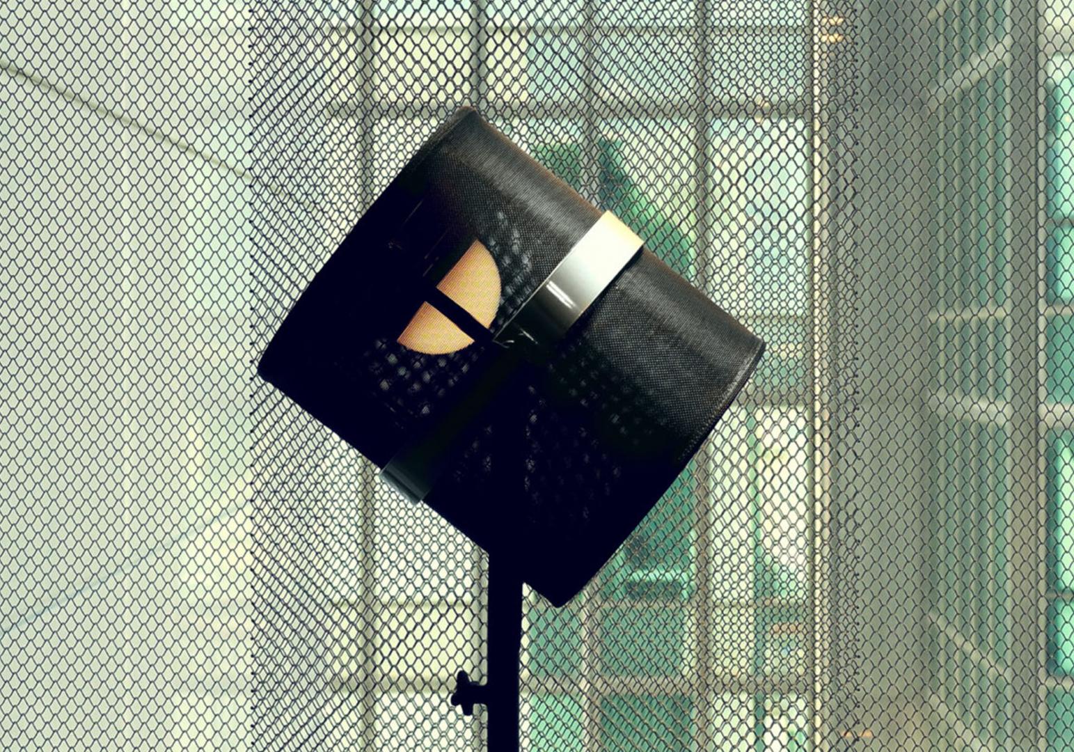 La lampe Paris solaire design cadre noir MAIORI