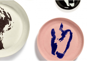 Assiette M delicious pink poivron bleu Feast Ottolenghi - SERAX