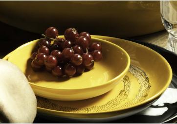 Assiette haute sunny yellow dots noir Feast Ottolenghi - SERAX