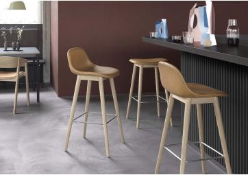 Chaise de bar Fiber - pieds bois - MUUTO