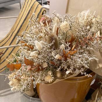 Et voila ! On a recommencé...nous sommes encore tombés en amour pour le travail d'une créatrice @selah.atelier ! Elle fait de sublimes compositions avec des fleurs stabilisées et séchées...à venir découvrir d'urgence ! 🤍🧡🤎💐🍂—————————————————— Nice nice@good-designstore.com 0973199469 —————————————————— Marseille ⠀ marseille@good-designstore.com⠀ 01 82 83 11 64 —————————————————— ✌️ #cotedazurcard #lifestyle #gf_daily #tourismepaca #jaimelafrance #loves_france_ #bns_france #dontsnapshoot #ilovenice #guideinstanice #decoration #gooddesignstore #nicelifestylemag #niceshopping06 #marseilleshoppingcenter