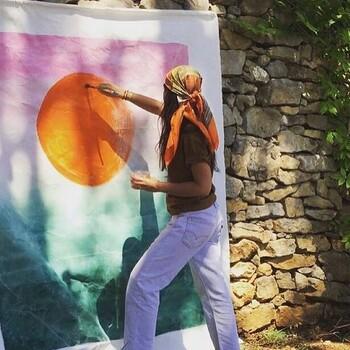 Notre, ou plutôt nos artistes du jour @lesimperatrices !  Clara et Eliane, un duo Mere-Fille installé dans un atelier en pleine nature, a Hyeres et qui nous fait voyager à travers des tentures murales en pièces uniques inspirées de leurs voyages !   À découvrir ou redécouvrir dans vos @gooddesignstore , on ne s'en lasse pas !  —————————————————— Nice  nice@good-designstore.com 0973199469 —————————————————— Marseille ⠀ marseille@good-designstore.com⠀ 01 82 83 11 64 —————————————————— ✌️ #cotedazurcard #lifestyle #gf_daily #tourismepaca #jaimelafrance #loves_france_  #bns_france #dontsnapshoot #ilovenice #guideinstanice #decoration #gooddesignstore #nicelifestylemag #niceshopping06 #marseilleshoppingcenter #commercedepriximite #protegetoncommerce #nice #marseille  #photooftheday #déco