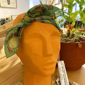De la couleuuuuuuur !  Les jolis foulards @lesbellesvagabondes à découvrir d'urgence dans vos @gooddesignstore !  —————————————————— Nice  nice@good-designstore.com 0973199469 —————————————————— Marseille ⠀ marseille@good-designstore.com⠀ 01 82 83 11 64 —————————————————— ✌️ #cotedazurcard #lifestyle #gf_daily #tourismepaca #jaimelafrance #loves_france_  #bns_france #dontsnapshoot #ilovenice #guideinstanice #decoration #gooddesignstore #nicelifestylemag #niceshopping06 #marseilleshoppingcenter #commercedepriximite #protegetoncommerce #nice #marseille  #photooftheday #deco