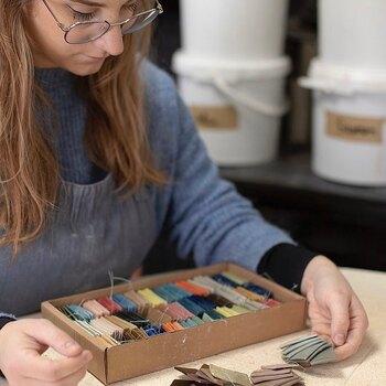 Good design store c'est aussi un laboratoire d'artisanat local !  Nous avons sélectionné des artisans avec qui nous partageons le goût du «beau», du travail manuel, local et des pièces uniques !   Venez découvrir notre sélection de créateurs à Nice et à Marseille.  Aujourd'hui nous vous présentons Maureen @msg_ceramique.  L'Atelier MSG Céramique est situé au coeur de la capitale de la céramique, Vallauris.   Toutes ses pièces sont fabriquées à la main de façon artisanale en associant les techniques traditionnelles de Limoges, le tournage de plâtre, la Porcelaine et l'Artisanat Provençale, l'estampage, l'émaillage la recherche d'émaux.   Son parcours :   - Diplôme des Métiers d'Arts Céramique Artisanale au Lycée Léonard de Vinci à Antibes (06) - Diplôme National Supérieur d'Art Design Mention Céramique à l'Ecole Nationale superieure d'Art de Limoges (87).   A découvrir ou redécouvrir dans vos @gooddesignstore  —————————————————— Nice  nice@good-designstore.com 0973199469 —————————————————— Marseille ⠀ marseille@good-designstore.com⠀ 01 82 83 11 64 —————————————————— ✌️ #cotedazurcard #lifestyle #gf_daily #tourismepaca #jaimelafrance #loves_france_  #bns_france #dontsnapshoot #ilovenice #guideinstanice #decoration #gooddesignstore #nicelifestylemag #niceshopping06 #marseilleshoppingcenter #commercedepriximite #protegetoncommerce #nice #marseille  #photooftheday #déco