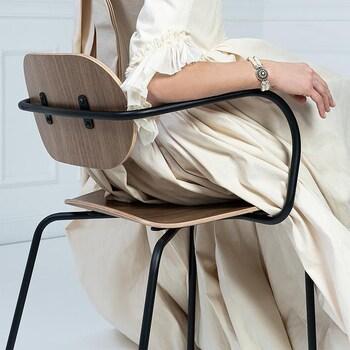 La Sublime ! Elle est arrivée !  LA ML10 @lachaisefrancaise   La légèreté associée à la noblesse du noyer.  Son nom ML10 est un hommage à la technicité nécessaire à la réalisation de cette chaise dans la Manufacture Locale de l'Aube (10) où elle est fabriquée.  Dessinée par @margauxkellerdesign !   On l'adore ! a découvrir d'urgence dans vos @gooddesignstore  ———————————————— Nice  nice@good-designstore.com 0973199469 —————————————————— Marseille ⠀ marseille@good-designstore.com⠀ 01 82 83 11 64 ——————————————————  ✌️ #cotedazurcard #lifestyle #gf_daily #tourismepaca #jaimelafrance #loves_france_  #bns_france #dontsnapshoot #ilovenice #guideinstanice #decoration #gooddesignstore #nicelifestylemag #niceshopping06 #marseilleshoppingcenter #commercedepriximite #protegetoncommerce #nice #marseille  #photooftheday #déco