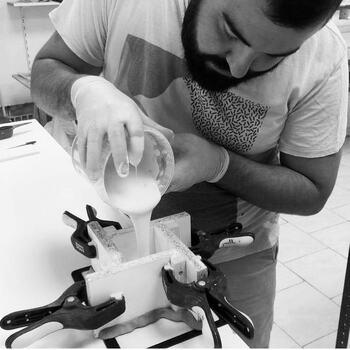 @jonathan.reynaud.ceramique , il a fraîchement rejoint la Good sélection !   Diplômé en Céramique Artisanale et en Design de Produits le travail de Jonathan Reynaud se situe à la croisée de ces deux univers. L'esprit créateur du designer et la main assurée de l'artisan ne font plus qu'un.  Dans son travail, Jonathan utilise les techniques du moulage en plâtre et du coulage. Pour créer, il sculpte, gratte, râpe et ponce le plâtre. Un moulage est ensuite fabriqué à partir du modèle. La terre est utilisée sous forme de barbotine liquide et coulée dans les moules en plâtre pour en tirer des exemplaires. Chaque pièce est unique et entièrement réalisée à la main !   À découvrir d'urgence dans vos @gooddesignstore !  ———————————————— Nice  nice@good-designstore.com 0973199469 —————————————————— Marseille ⠀ marseille@good-designstore.com⠀ 01 82 83 11 64 —————————————————— ✌️ #cotedazurcard #lifestyle #gf_daily #tourismepaca #jaimelafrance #loves_france_  #bns_france #dontsnapshoot #ilovenice #guideinstanice #decoration #gooddesignstore #nicelifestylemag #niceshopping06 #marseilleshoppingcenter #commercedepriximite #protegetoncommerce #nice #marseille  #photooftheday #déco