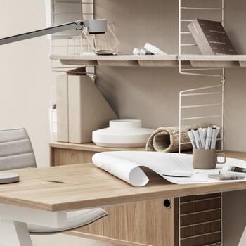 Le terme espace de travail nous fait penser à de nombreuses combinaisons différentes. Certains d'entre-nous travaillent dans un bureau, d'autres depuis chez eux, et d'autres vont au bureau certains jours et télétravaillent d'autres jours. Indépendamment de l'endroit où se trouve votre bureau, nos assortiments Works™ et String® proposent des solutions pour espace de travail complètes allant des tables ajustables motorisées aux étagères avec bureau. Et en y ajoutant quelques accessoires bien pensés, tels que des vide-poches muraux, vous pouvez créer un espace de travail avec quelques produits seulement. Notre assortiment Works™ a été créé pour renforcer et compléter notre système de rayonnage existant en termes de solutions pour espace de travail. Nous vous proposons des inspirations pour les petits bureaux à domicile jusqu'aux grandes salles de conférence en passant par les ilots composés de tables assis-debout. Dans notre monde, un espace de travail est tout aussi important qu'une autre pièce, si pas plus important encore en raison du nombre d'heures que nous y passons. Nous nous sommes attelés à la création d'inspirations pour tous les types d'espaces de travail, où fonction et design forment un parfait équilibre. —————————————————— Les échantillons de matieres et couleurs et les conseils de notre équipe vous attendent en boutique pour concevoir l'espace @stringfurniture parfait pour votre intérieur ou votre lieu de travail ! —————————————————— Nice nice@good-designstore.com 0973199469 —————————————————— Marseille ⠀ marseille@good-designstore.com⠀ 01 82 83 11 64 —————————————————— ✌️ #cotedazurcard #lifestyle #gf_daily #tourismepaca #jaimelafrance #loves_france_ #bns_france #dontsnapshoot #ilovenice #guideinstanice #decoration #gooddesignstore #nicelifestylemag #niceshopping06 #marseilleshoppingcenter @modernliving_fr